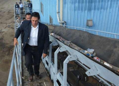 محافظ الإسكندرية يفاجئ عمال مصنع سماد بزيارة في السابعة صباحا