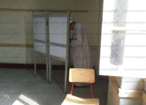 مدير أمن أسوان ووفد من الاتحاد الإفريقى يتفقدون اللجان الانتخابية