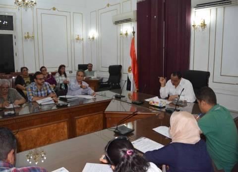 سكرتير عام المنيا يناقش برنامج تطوير الخدمات الحكومية