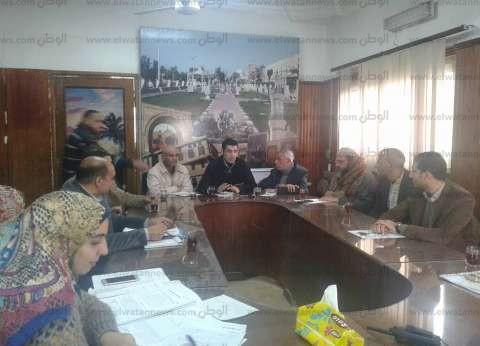 بالصور| رئيس مدينة فوه يناقش الزيادة السكانية باجتماع اللجنة