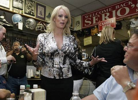 محامي ترامب يعترف بتقديم مبلغ مالي لممثلة أفلام إباحية سابقة