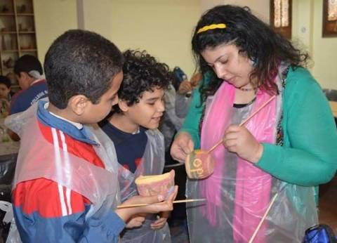 مركز «تراثنا» ينظم ورش لتدريب الأطفال على صناعة الفخار بالفسطاط