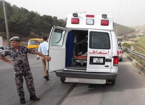 إصابة 4 أشخاص في حادث تصادم بين سيارتين بسوهاج