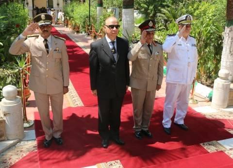 عاطف عبد الحميد: أنتظر المحافظ الجديد في مكتبي لأسلمه الملفات