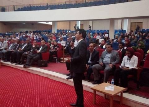 شباب الفرافرة يطالبون وزير التنمية المحلية بفصل المركز عن الداخلة