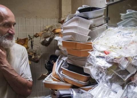 """بالصور  """"أقذر بيت على وجه الأرض"""".. فرنسي يعيش وسط أكوام القمامة"""