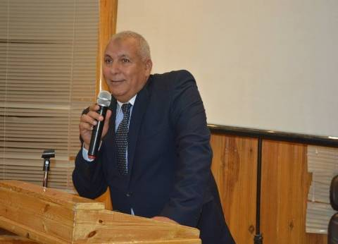 محافظ الوادي الجديد يعقد مؤتمرا لحملة الدكتوراه لبحث مقترحات التنمية