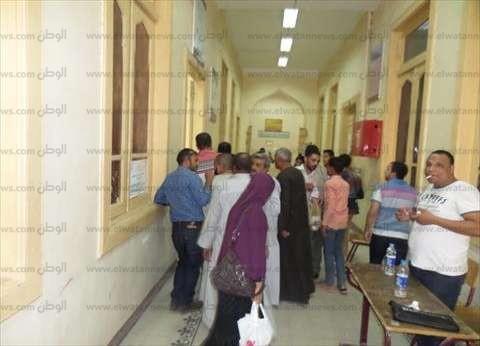 بالصور| تزايد إقبال الناخبين على لجان مدرسة سوهاج الثانوية العسكرية