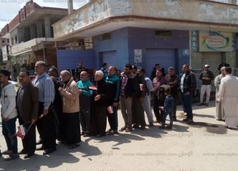 محافظ شمال سيناء يدلي بصوته.. وإقبال كثيف بلجان الاستفتاء