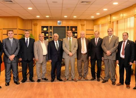 رئيس جامعة المنصورة يستقبل وفد المصرف المتحد لبحث تفعيل التعاون