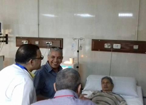 """وكيل """"صحة دمياط"""" يتابع تشغيل جهاز تحليل الفيروسات الكبدية بمستشفى كفر سعد"""