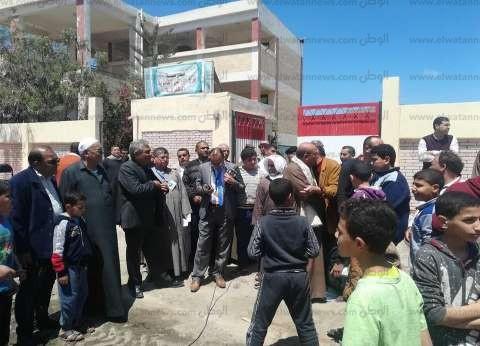 بالصور| إقبال كثيف من الماوطنين على لجان الاستفتاء في كفر الشيخ