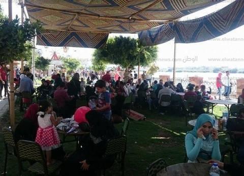 """إقبال على حدائق """"دسوق وفوة ومطوبس بكفر الشيخ  لقضاء إجازة العيد"""