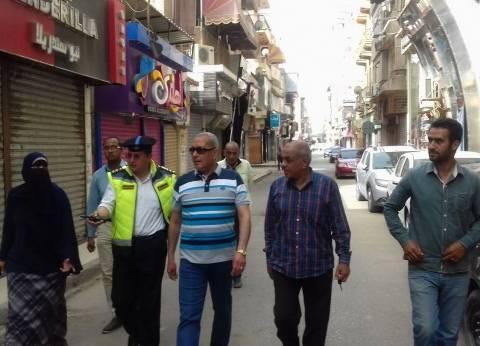 محافظ السويس يقرر إغلاق 4 مقاه خلال جولته بالمدينة