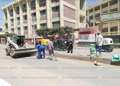 بالصور| رئيس قلين تناشد المواطنين بإلقاء القمامة في أماكنها