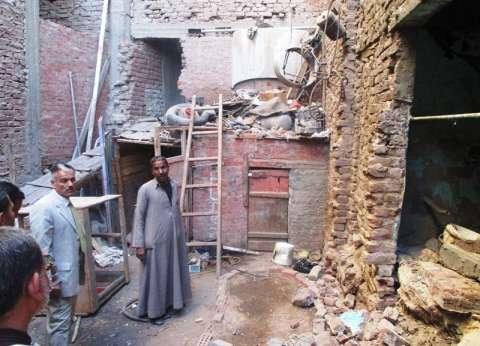 إخلاء منزل بعد انهيار حائط ونقل السكان لشقق سكنية بسوهاج