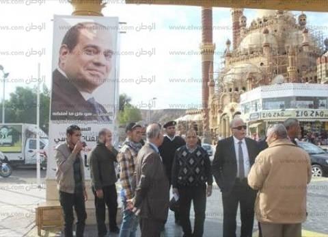 بالصور| محافظ جنوب سيناء يتفقد أماكن انتظار السيارات بمدينة شرم الشيخ