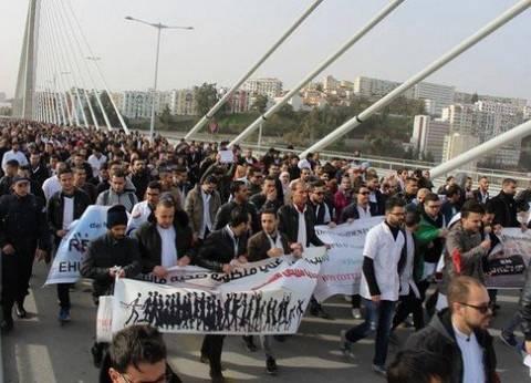 احتجاجات لأطباء في الجزائر للمطالبة بإلغاء الخدمة العسكرية