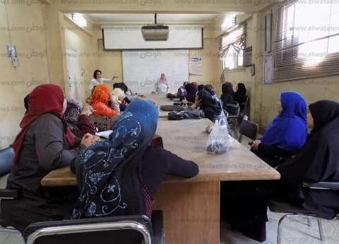 """""""التنمية المحلية"""": فتح 30 فصلا لمحو أمية 450 فتاة بسوهاج"""