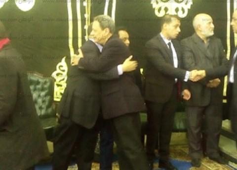 بيبو والكاشف ومحمد فاروق يقدمون واجب العزاء في رئيس قناة الأهلي
