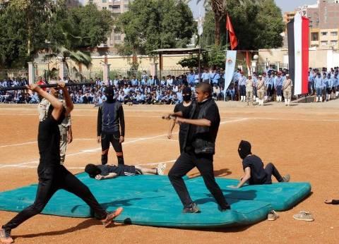 سكرتير محافظة أسيوط يشهد العروض العسكرية لطلاب مدرسة ناصر الثانوية