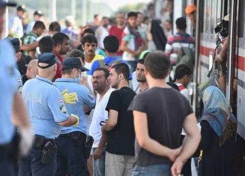 قطار مهاجرين يفجر أزمة بين المجر وكرواتيا
