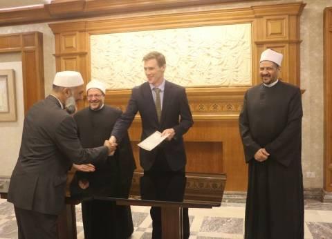 تخرج أول دفعة من الأئمة لمساجد بريطانيا..والمفتي: نسحب البساط من الإسلام السياسي