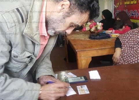 """فريق عمل جمعية """"مالك"""" يستخرجون أرقام الناخبين ولجانهم في مطروح"""