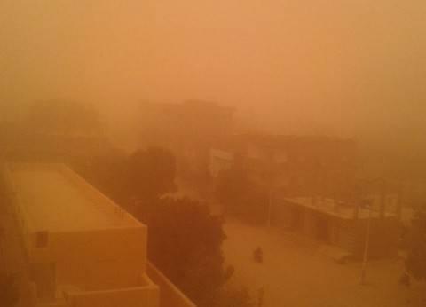 """أمن """"الوادي الجديد"""" يغلق 7 طرق رئيسية بسبب تعرض المحافظة للعاصفة الترابية"""