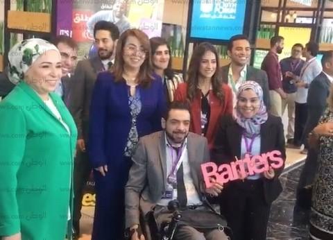 بالفيديو والصور| حرم الرئيس السيسي في جولة داخل أروقة منتدى شباب العالم