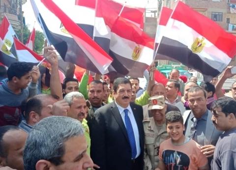 """بالزغاريد وهتافات """"تحيا مصر"""".. المصوتون يقفون أمام اللجان بالقليوبية"""