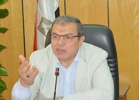 السيسي يصدر قرارا جمهوريا بمنح وسام العمل لـ10 من قدامى النقابيين