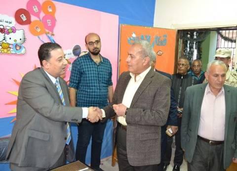محافظ السويس يتابع سير الانتخابات الرئاسية بلجان مدرسة صلاح الدين