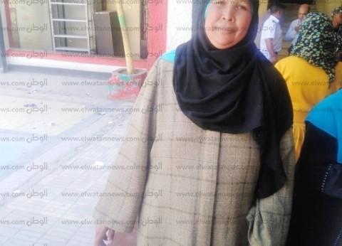 """أسوانية تشارك في الاستفتاء بالقاهرة: """"السيسي بيحس بالغلابة"""""""