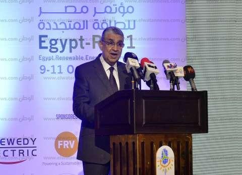وزير الكهرباء يستعرض جهود القطاع المبذولة لتحسين كفاءة الطاقة