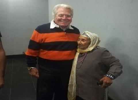 الحاجة زينب «على عكازها» لـ«القاهرة السينمائى»: «هفضل آجى لحد ما أموت»