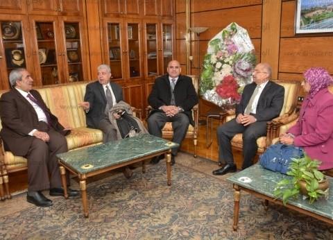 """رئيس جامعة أسيوط يستقبل وفد قطاع العلوم الأساسية بـ""""التعليم العالي"""""""