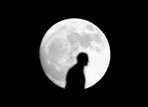 بريد الوطن| يأبى القمر