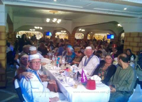 بالصور| بدء احتفالات رأس السنة بفنادق الغردقة.. والسياح: سعداء لأننا في مصر