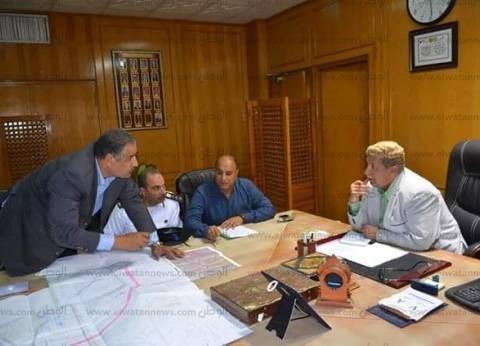 محافظ الإسماعيلية يستعرض المخطط العام لتطوير المحاور والطرق المرورية
