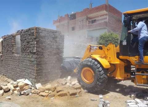 تنفيذ 13 قرار إزالة تعديات على أراضي الدولة بحي عتاقة في السويس