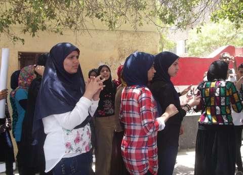 عشرات الطلاب يتظاهرون ضد قرارات وزير التربية والتعليم بالفيوم