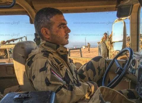 """زميل """"الشهيد منسي"""": أوصى بأمه القعيدة ليدافع عن الوطن في سيناء"""