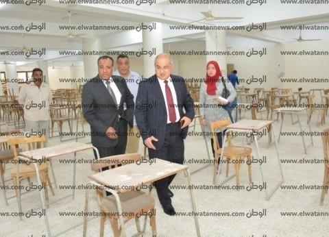 """رئيس جامعة أسيوط يتفقد أعمال """"تكييف صالات الامتحانات"""""""