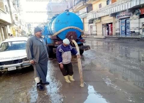 كسح مياه الأمطار من شوارع كفر الشيخ.. وتكثيف حملات النظافة