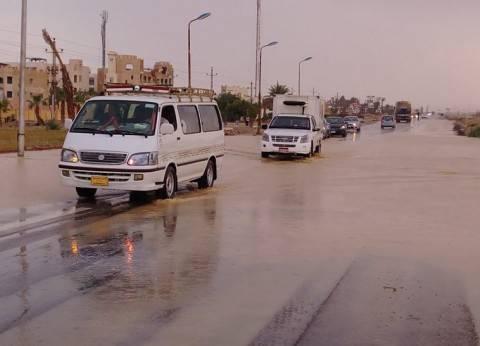 جهاز مدينة العبور يحاول السيطرة على تجمعات مياه الأمطار الغزيرة