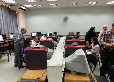"""خلال 3 ساعات.. 150 طالبا يسجلون رغباتهم بمعامل """"هندسة القاهرة"""""""