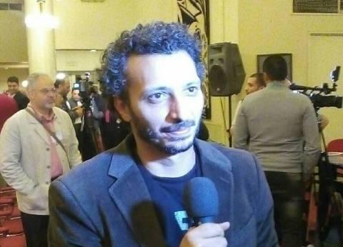 مناضل عنتر: أجهز مسرحيتين للمشاركة في المسابقة الكبرى بجامعة حلوان