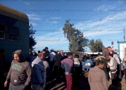 عودة حركة السكة الحديد بالبحيرة عقب اصطدام قطار بسيارة نقل
