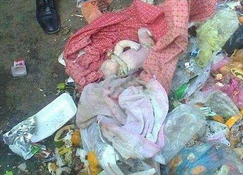 العثور على طفل حديث الولادة بمدخل عمارة سكنية في دمياط